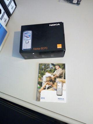 caja vacía y libro de instrucciones del nokia6070.