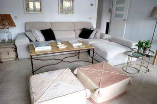 Sofá cama chaiselongue con altavoces incorprados