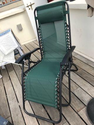 """Deux chaises """"hamacas"""" de jardin."""