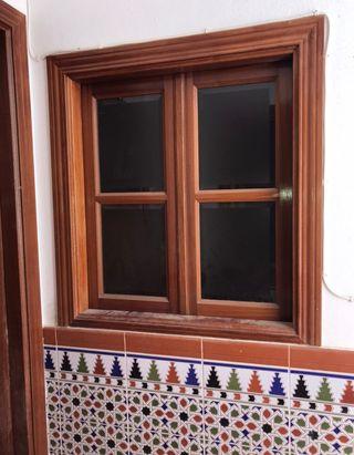 Ventanas de madera con marcos y cristales