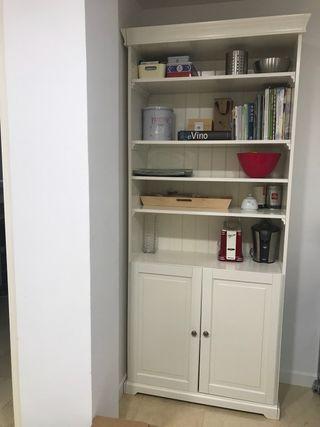 Librería blanca Liatorp Ikea con puertas