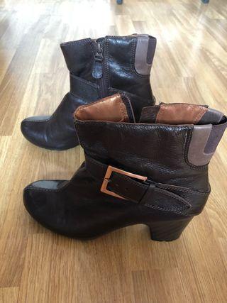 Botines con tacón de piel marrón chocolate