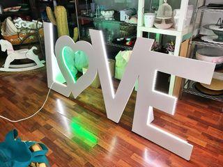 LOVE para boda en alquiler