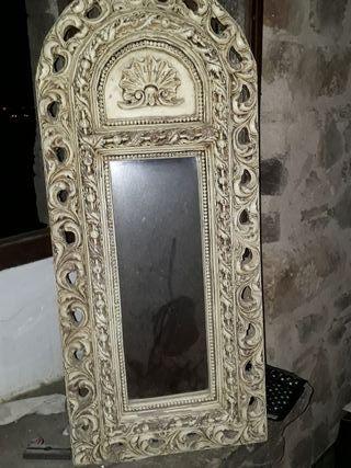 espejo con marco de papel maché