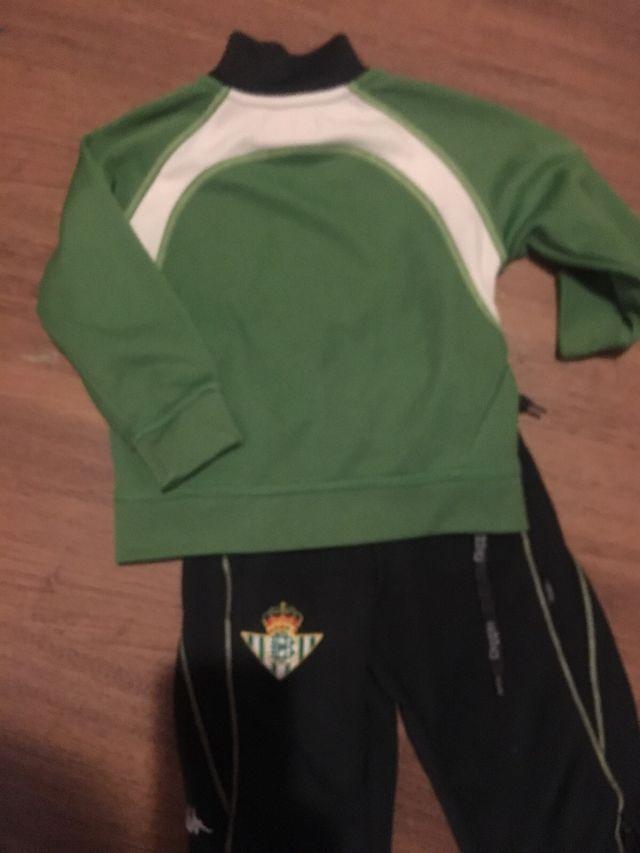 Chandal futbol Betis talla niño 24 meses de segunda mano por 15 € en ... 73e9eda1e2a74