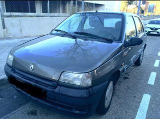 Renault Clio del 94.