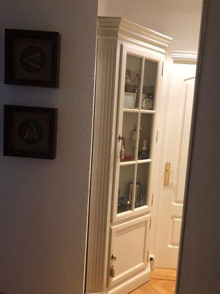 Vitrina esquina blanca con luz
