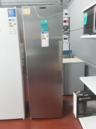 Congeladores verticales de 1, 90 cm de alto..