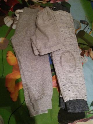 2 pantalones chandal largos .