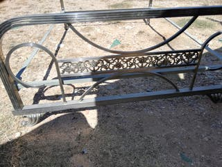 cama de metal antigua