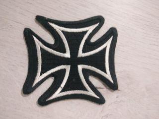 Parche cruz motera adhesivo ropa