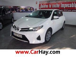 Toyota Auris 90D Live 66 kW (90 CV)
