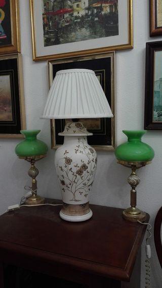 Lámpara de sobremesa, de cerámica flores y