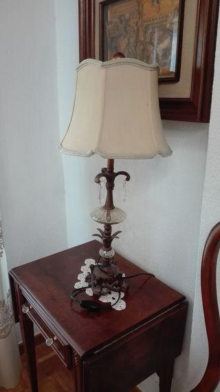 Lámpara de sobremesa, base de resina y cristal Lám