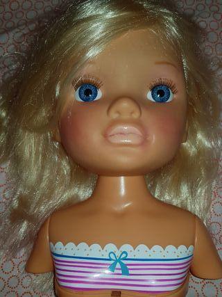 Muñeca famosa maquillaje