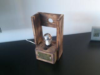 Revistero, caja, lampara.