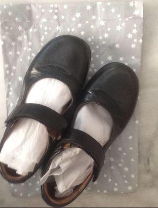 Zapatos de piel para niña talla 33