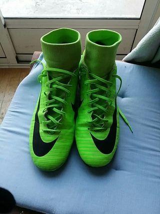 botas de futbol 42
