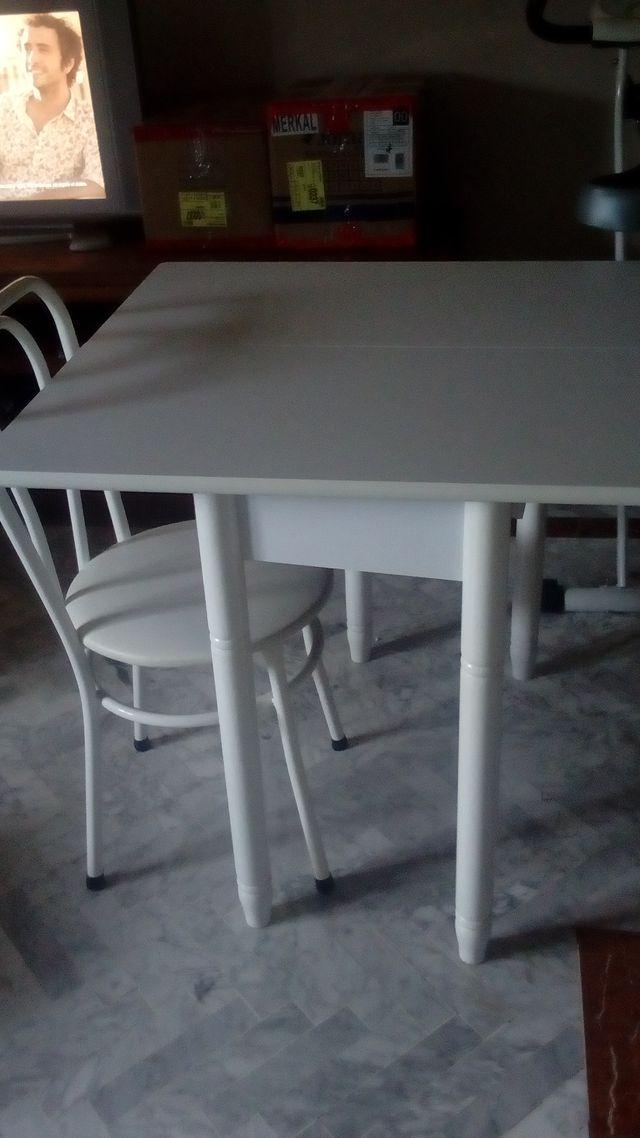 Mesa Cocina Blanca De Segunda Mano Por 80 En Los Barrios En Wallapop - Mesa-cocina-blanca