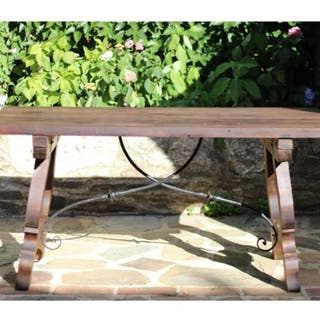 Mesa de madera de nogal y forja