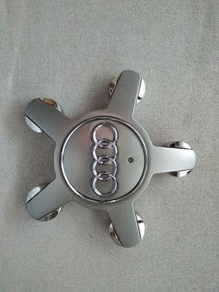 1 Tapabuje Audi estrella gris. 4FN 601 165 N