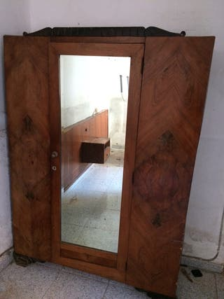 Armario antiguo con espejo de segunda mano en wallapop for Espejos segunda mano barcelona