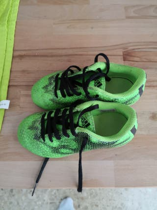 botas de fútbol Adidas talla 28
