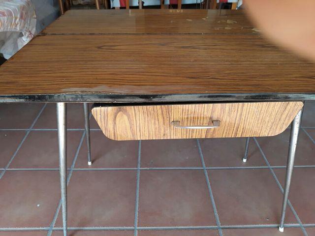 Mesa cocina de libro de segunda mano por 10 € en Cardenete en WALLAPOP