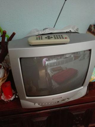 Televisión pequeña daewoo a color