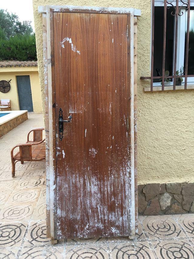 puerta exterior de madera para restaurar de segunda mano