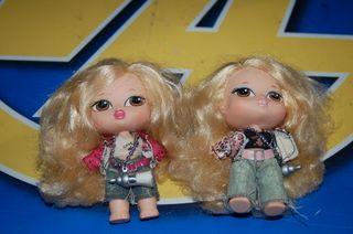 Dos mini muñecas Bratz con carrito -observa