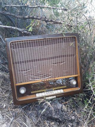 antigua radio grundig