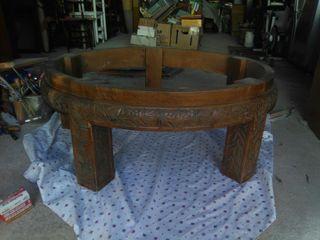 mesa redonda tallada atigua
