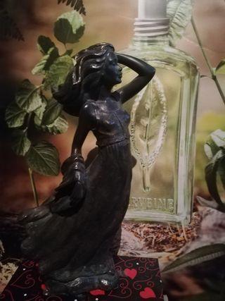 escultura de bronce figura de mujer