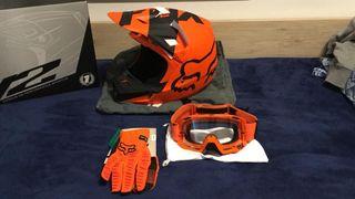 Casco, guantes y gafas. FOX.
