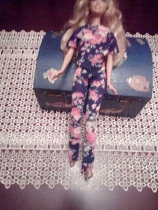 muñeca barbie con ropita