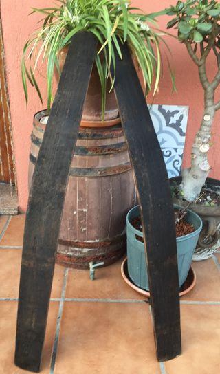 Dos maderas antiguas de barrica