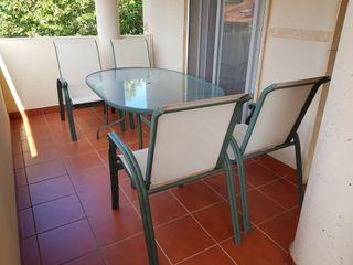 mesa terraza y cuatro sillones