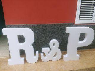letras gigante P & R