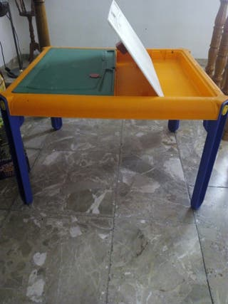 Mesa de niño de Imaginarium con dos sillas a juego