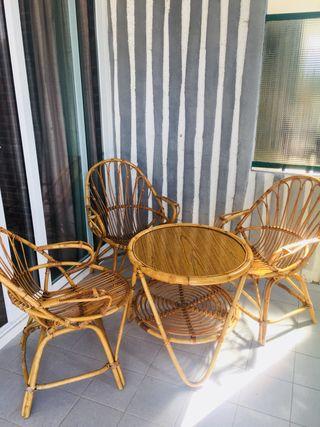 Mesa de Rota con 3 sillas