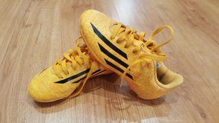 Botas de fútbol infantiles