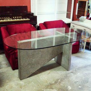 mesa de diseño de cristal y piedra