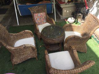Conjunto de mesa y 4 sillas de mimbre
