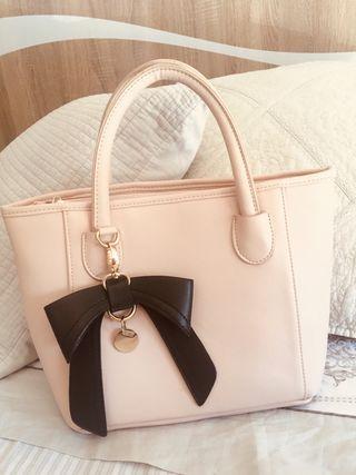 Bolso rosa con lazo negro Accessorize