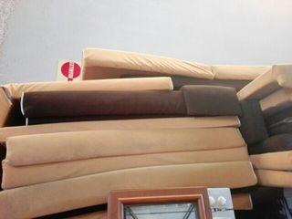 asientos y respaldos de gomaespuma y madera