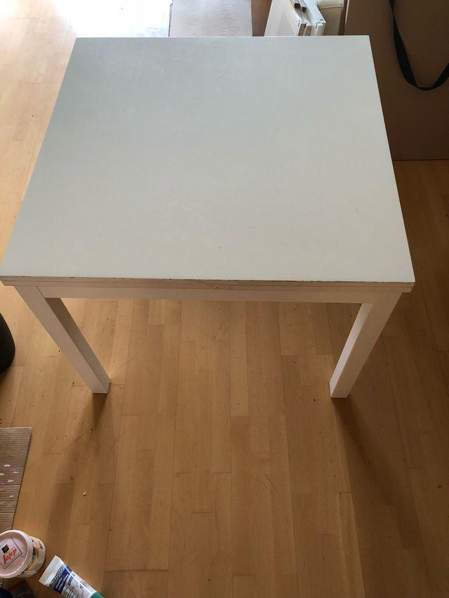 Mesa comedor ikea bjursta blanca 90x90 de segunda mano por for Mesa 90x90 extensible blanca