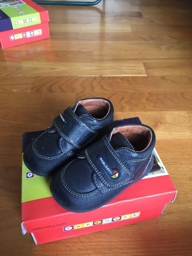 6efc9e77 Zapatos bebé pablosky número 19 y 22 de segunda mano por 10 € en San ...