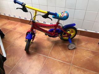 Bicicleta y patinete de la patrulla canina