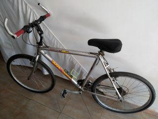 bicicleta de montaña con ruedas de carretera